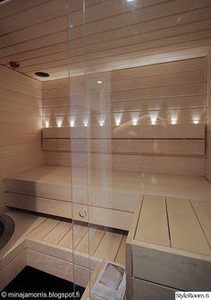 sauna,saunan lasiseinä,pieni kylpyhuone,kylpyhuone,vaalea sauna