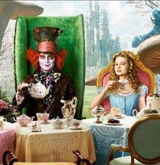 Alicia y el Sombrerero a la hora del té.