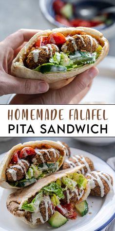 Healthy Pita Recipes, Lunch Recipes, Salad Recipes, Healthy Snacks, Vegetarian Recipes, Dairy Recipes, Burger Recipes, Falafel Pita, Falafel Sandwich