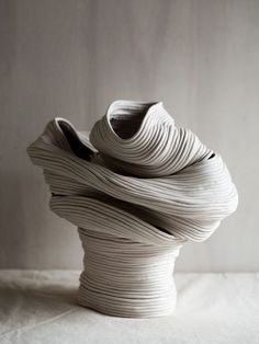 Riche Saumon Wei works under the pseudonym Zhu Ohmu and created assurance ceramic vessels called Coil-pots. The introductif forme for the pieces ce qui a. Pottery Sculpture, Sculpture Art, Ceramic Sculptures, Kintsugi, Ceramic Vase, Ceramic Pottery, Keramik Design, Coil Pots, Deco Nature