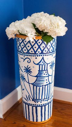 Umbrella stands are great for entryway or garden pieces to showcase your favorite florals! This pagoda design by TomTom and Company exclusively for Jaye's Studio.