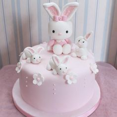 Pastel Hello Kitty mona de pascua Easter Hello Kitty cake