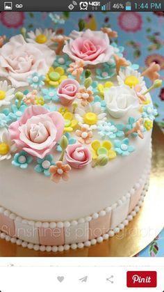 A beautiful spring cake design Gorgeous Cakes, Pretty Cakes, Cute Cakes, Amazing Cakes, Fancy Cakes, Mini Cakes, Cupcake Cakes, Take The Cake, Love Cake