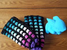 Pantoufles Phentex vitrail grandeur 7-9 femme enfant Slippers, Quilts, Etsy, Knitting, Pattern, Ideas, Fashion, Crochet Slipper Pattern, Big Wool