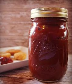 Homemade Ketchup Recipe - A very easy condiment to recreate, ketchup is a great choice if you want to start creating your own non-processed foods at home. If substitute sugar by sweetener can make it Dukan friendly Homemade Ketchup Recipes, Homemade Sauce, Canning Recipes, Meal Recipes, Dinner Recipes, Chutneys, Non Processed Foods, Food Staples, Food Hacks