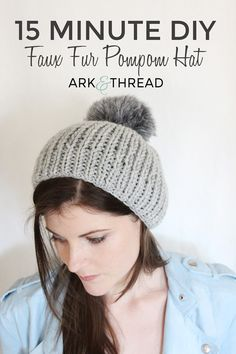 15 Minute DIY: Faux Fur Pompom Hat Loom Knitting, Knitting Patterns, Hat Patterns, Knitting Ideas, Knitted Hats, Crochet Hats, Crochet Cord, Diy Fan, Pom Pom Hat