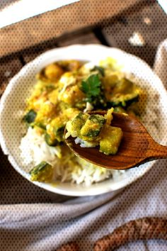 |#courgettes #lindienne #mijoté #de Mijoté de courgettes à l'indienne |You can find Easy indian chicken recipes and more on our website.Mijoté de courgettes à l'indienne Best Indian Recipes, Indian Chicken Recipes, Vegetarian Crockpot Recipes, Vegan Recipes Easy, Clean Eating Salads, How To Cook Chicken, Curry, Easy Meals, Dinner
