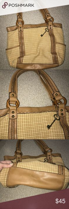 Fossil Purse Shoulderbag Handbag Minor wear on handles shown in pics. Strap drop 8in. Bundle 3+ items, and automatically receive a 15% discount! Fossil Bags Shoulder Bags