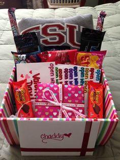 Gift Basket | 23 DIY Valentines Crafts for Boyfriend
