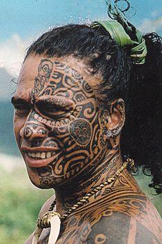 Maori -Polynésien tatouage intégral..?