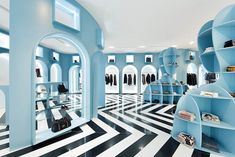 HITGallery Hong Kong concept store interior design by Fabio Novembre with blue walls and arched colonnades inspired by Giorgio De Chirico. Interior Design Hong Kong, Retail Interior Design, Bar Interior, Display Design, Store Design, Design Shop, Art Design, Retail Experience, Retail Space