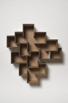 Muebles hechos con cartón: estantería cúbica