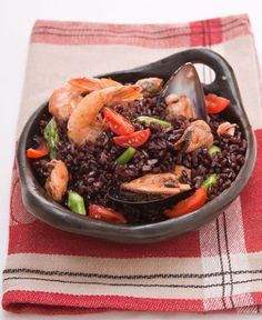 Insalata di riso venere con frutti di mare