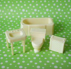 Vintage Marx Bathroom Dollhouse Furniture Toilet Sink Tub Hamper