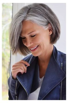 Bob Hairstyles For Thick, Mom Hairstyles, Hairstyles Over 50, Older Women Hairstyles, Quince Hairstyles, Drawing Hairstyles, Party Hairstyles, Haircut For Older Women, Short Hair Older Women