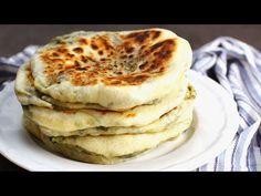 Plăcinte la tigaia - cu brânză și verdețuri, delicioase și rapide, ai mânca fără oprire! Încearcă rețeta de plăcinte la tigaie după rețeta noastră video! Vegetable Recipes, Pancakes, Bakery, Food And Drink, Pizza, Vegetables, Mai, Cooking, Breakfast