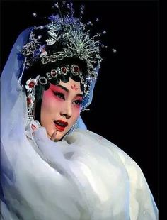 In there may be no better lense into the mystery of ancient Chinese culture than live Chinese opera Chinese Style, Chinese Art, Ancient China Clothing, Peking, Chinese Opera, Chinese Embroidery, Make Up Art, Face Characters, Opera Singers