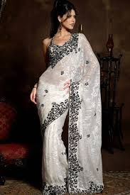 Modern indian wedding dresses and wedding gowns ideas 28 Indian Dresses, Indian Outfits, Indian Clothes, Net Saree Designs, Black And White Saree, Modern Sari, Indische Sarees, Spring Fashion Trends, Bollywood Fashion