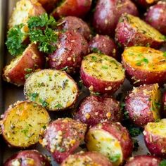 Roasted Red Potatoes - Dinner at the Zoo Red Potato Recipes, Roasted Potato Recipes, New Recipes, Cooking Recipes, Healthy Recipes, Favorite Recipes, Recipes With Red Potatoes, Easy Recipes, Aldi Recipes