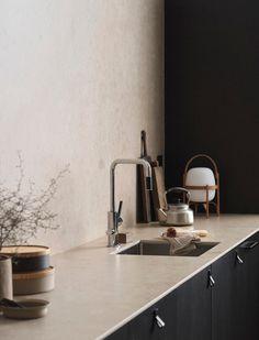 Minimal Scandinavian Kitchen in Natural Tones – NordicDesign Cuisine scandinave minimale dans des tons naturels – NordicDesign