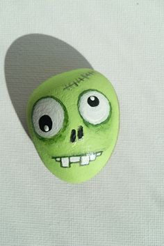 Painted Rocks – More than 300 Picture Ideas – Arts And Crafts – All DIY Projects Pebble Painting, Pebble Art, Stone Painting, Stone Crafts, Rock Crafts, Arts And Crafts, Caillou Roche, Art Rupestre, Zombie Head