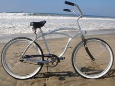 The Urban Man Alloy Beach Cruiser is a great option for a beach cruiser because of the aluminum frame that makes it very light and rust resistant. This aluminum beach cruiser rides smooth and pedals e 26 Beach, Inch Beach, Beach Cruiser Bikes, Cruiser Bicycle, Beach Cruisers, What Is Urban, Retro Bike, Bike Trailer, Bike Design