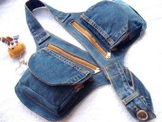 Estou aqui para dizer que AMO Jeans ! Tanto, mais tanto que fi… Hey girls! I am here to say that I LOVE Jeans! So much, so much so that I made a collection inspired by it! I named the pieces with the name of … Diy Jeans, Love Jeans, Jeans Denim, Hip Purse, Denim Purse, Hip Bag, Denim Bag Patterns, Pochette Portable, Denim Ideas