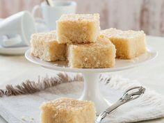 Grießkuchen nach arabischer Art ist ein Rezept mit frischen Zutaten aus der Kategorie Blechkuchen. Probieren Sie dieses und weitere Rezepte von EAT SMARTER!