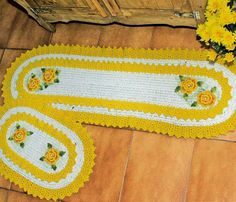 Maria Chike: Jogo de Cozinha com Bico de Crochê Sobreposto