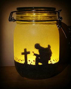 DIY tutorials for Memorial Day mason jar luminaries. Create a custom soldier remembrance jar with photos or decals of a battlefield cross/soldier silhouette. Mason Jar Crafts, Bottle Crafts, Mason Jars, Anzac Soldiers, Soldier Silhouette, Remembrance Day Poppy, Poppy Craft, Anzac Day, Diy Crafts Hacks