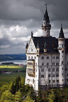 neuschwanstein castle by mistymorrning