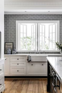 Love these windows. I have them in the studio and def want them in my kitchen.