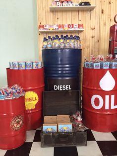 Oficina de carros antigos, oleo, gasolina!
