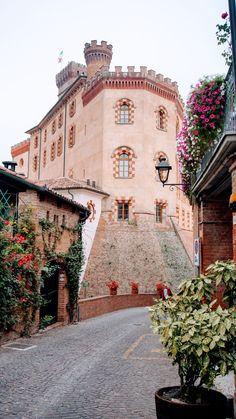 Uma das mais nobres regiões vinícolas da Itália, é aqui que se produz o Barolo. Mas, o passeio vai muito além disso. Descubra o Piemonte. Barolo - Museu do Vinho. #Piemonte #Piedmont #Italia #Italy #Vinho #Wine #Barolo