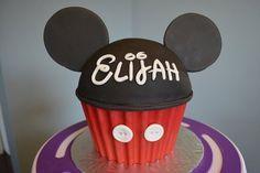 Cupcakes Cake, Giants Cupcakes, Smash Cakes, Mouse Giants, 1St Birthday, Giant Cupcakes, Mickey Mouse Cupcakes, Cake Decorating, Birthday Ideas