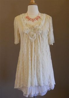 Eloise Tunic- Cream - Pretty DYT Type 2 top, wish it came in XL