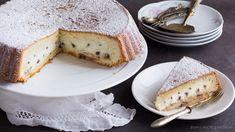 La torta con ripieno ricotta e cioccolato è un dolce al forno dalla consistenza di una crostata morbida. La crema di ricotta rimane all'interno e non affonda grazie alla combinazione degli ingredienti nell'impasto! Camembert Cheese, Allrecipes, Biscuits, French Toast, Bakery, Cheesecake, Food And Drink, Sweets, Cooking
