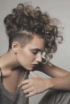 Short and Long Layered Curly Hairstyles - Part 20 Layered hairstyles look absolutely stunning when styles into curls, which bring extra volume and body. Check out the best long & short layered curly hairstyles Short Layered Curly Hair, Haircuts For Curly Hair, Curly Hair Cuts, Short Hairstyles For Women, Curled Hairstyles, Short Hair Cuts, Short Hair Styles, Long Layered, Layered Hairstyles
