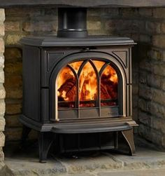 Stovax Huntingdon 30 Multi-Fuel Stove with tracery, classic Gothic door. Buy the Stovax Huntingdon 30 cast iron stove - Stovax UK Authorised retailer - 01559 362847 Gas Stove Fireplace, Propane Stove, Heat Resistant Gloves, Multi Fuel Stove, Cast Iron Stove, Antique Stove, Wood Burner, Camping Stove, Fun To Be One