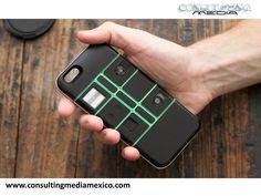 https://flic.kr/p/u6Y6wg | MIGUEL BAIGTS TE PLATICA SOBRE NEXPAQ, UNA CARCASA MODULAR 2 | MIGUEL BAIGTS. Nexpaq es una carcasa que busca convertir un Smartphone en uno modular. Cuenta con varios módulos, que sirven para diferentes cosas como alargar la carga de la batería hasta un 30% más, tener una memoria flash de almacenamiento y hasta un lector de tarjetas. Esta funda compatible con iPhone 6, Galaxy S5 y Galaxy S6 Edge saldrá al mercado hasta el próximo 2016. <a…