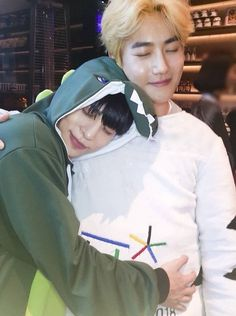KIM JONGHYUN AND SUHO (IM CRYING I CANT BREATHE)
