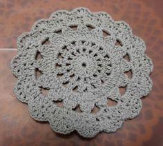 「レース編み風ドイリーの作り方」手順詳細の2ページめです。 Chrochet, Crochet Lace, Cup Coaster, Lace Doilies, Mug Rugs, Coasters, Diy And Crafts, Blanket, Knitting
