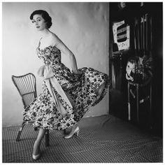 Model Gigi wearing a floral dress with sash by Schiaparelli 1954 Photo Henry Clarke #50sfashion #floraldress #summerdress