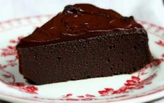 Piece of chocolate brownie cake with dark chocolate icing on a dessert plate, selective focus Chocolate Brownie Cake, Death By Chocolate, Chocolate Icing, Sweets Recipes, Easy Desserts, Gourmet Recipes, Greek Recipes, Yummy Cakes, Cheesecake