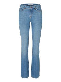 Vero Moda Denim - Normal taillierte Jeans. - Gebördelte Beine. - Taillenbund mit Gürtelschlaufen. - Reiß- und Knopfverschluss. - Klassischer 5-Pocket-Stil. - Das Model ist 180 cm groß und trägt Größe 27. 98% Baumwolle, 2% Elasthan...