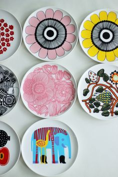 MATERIAN TAJU: Marimekko Kurjenpolvi ja Tiara Painted Plates, Plates On Wall, Marimekko, Ceramic Painting, Ceramic Art, Diy Tableware, Pottery Painting Designs, China Patterns, Scandinavian Design
