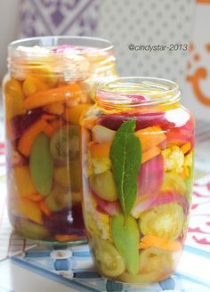 Cindystar: Verdure in agro, ma anche sott'olio - Pickled Vegetables Pickled Garlic, Romanian Food, Frozen Strawberries, Fruits And Veggies, Chutney, Soul Food, Appetizer Recipes, Italian Recipes, Creme
