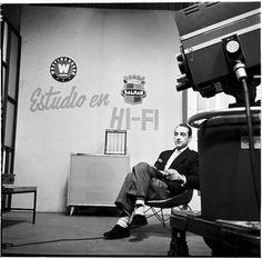 Otto de Greiffenstein en estudio TV 99 / Manuel H / 1958 / Colección Museo de Bogotá: MdB 11718 / Todos los derechos reservados Museum, The Incredibles, Bike, Tv, Vintage, Studio, Pictures, Bicycle, Bicycles