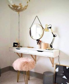 cool 36 Adorable Make Up Vanity Ideas Suitable for Small Space  https://decoralink.com/2017/08/31/36-adorable-make-vanity-ideas-suitable-small-space/