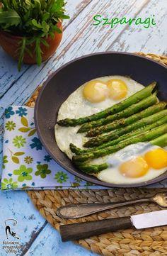 Zielone szparagi z sadzonymi jajkami | Kulinarne przygody Gatity - przepisy pełne smaku